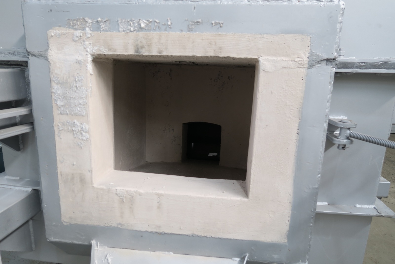 Used Dynamo 1100 Lbs Gas Melting and Holding Furnace #4607